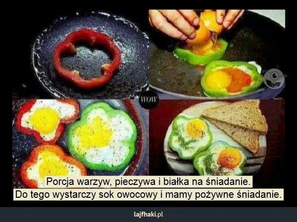 Porcja warzyw pieczywa i białka na śniadanie.