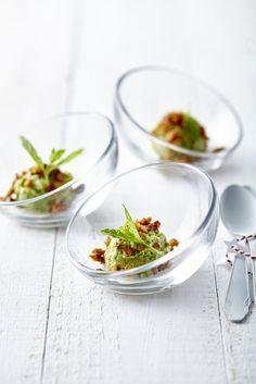Erwtenguacamole met hartige granola - Libelle Lekker