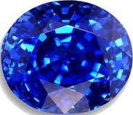 """El Zafiro, es una hermosa gema azul, cuyo nombre deriva de la palabra griega sappheiros significa """"la piedra más bella"""", o del hebreo sappir """"la cosa más preciada"""", es una variedad de azul perteneciente al grupo coridón, al sistema de cristalización trigonal y se encuentra dentro del grupo de los óxidos. Los egipcios le atribuyen la capacidad de favorecer la intervención de Maat (Diosa de la verdad), para conectar con los astros y que éstos favorecieran a quien pidiera su intervención. El…"""