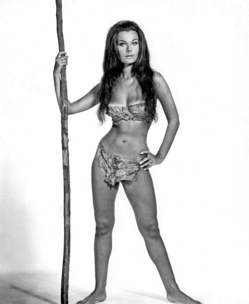 Imogen Hassall - When Dinosaurs Ruled The Earth (1970)