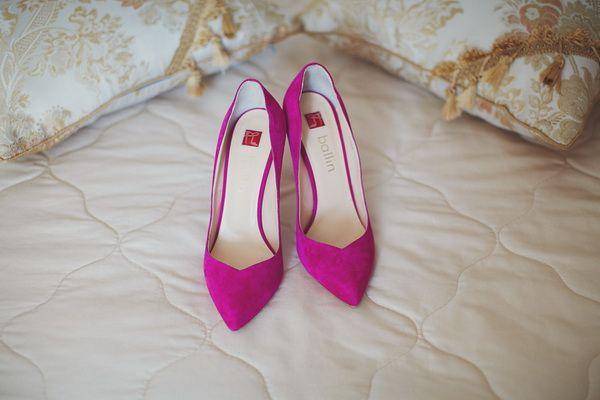 свадебные туфли цвета фуксия