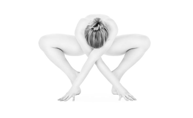 Photographer Captures Models in Beautiful Yoga Poses to Show Their ...