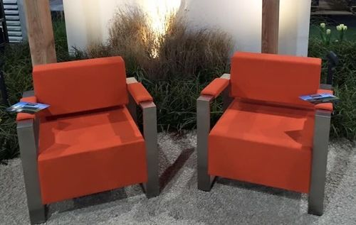 oranje stoelen met rvs voor binnen of buiten