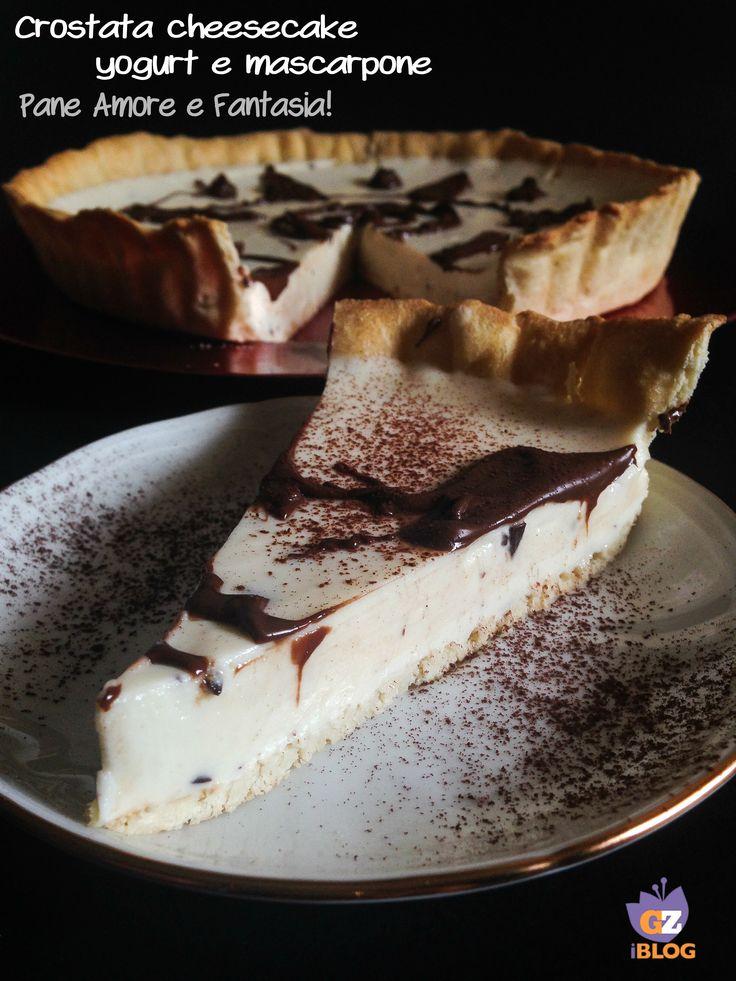 La crostata cheesecake con yogurt e mascarpone è una vera delizia: una base di pasta frolla con goloso ripieno di crema al formaggio. Da non perdere!