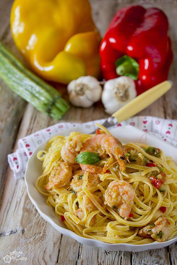 La ricetta del giorno non può non piacervi! Prepareremo un bel piatto di tagliolini con mazzancolle peperoni e zucchine, un primo piatto per buongustai http://blog.giallozafferano.it/graficareincucina/tagliolini-con-mazzancolle-peperoni-e-zucchine/