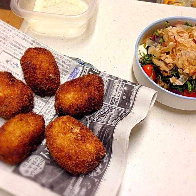 鰯の削り節でとっただしで、和風仕立て。 ターメリックを大目に入れて、ほんのりスパイシー - 8件のもぐもぐ - 白菜ミンチカツ&豆腐とナス、トマトの和え物 (写真にはないけどピーマンの丸ごと煮、ゆずこしょういりミネストローネ by natsunekomachi