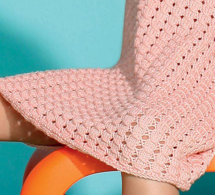 Zoé porte une robe chasuble à motif trous-trous. Tricotée en'Fil tendresse' coloris poudre, pour une robe légère et toute douce. Ce modèle est tricoté au point mousse, point jersey, point fantaisie, et au crochet, mailles serrées, et point d'écrevisse pour les finitions. Modèle tricot n°20 du catalogue 103 : Bébé - Pitchoun - Femme, Printemps/été 2014