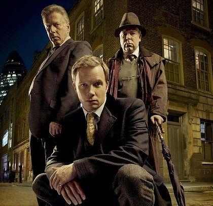 """""""Morderca z Whitechapel"""", Rupert Penry Jones (Chandler), Phil Davis, Steve Pemberton"""