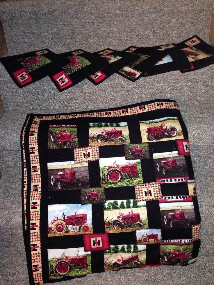 Case table cloth n mug rugs Fabric from H. CORRINE HEWITT QUILT HANNA AB