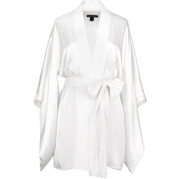 Kiki De Montparnasse 'Amour' silk kimono robe (3.660 RON) ❤ liked on Polyvore featuring intimates, robes, robe, sleepwear, underwear, white, white silk robe, kiki de montparnasse, white robe and silk kimono