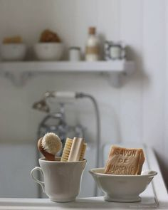Savon de Marseille and natural, compostable scrub brushes | Zero waste bath gear