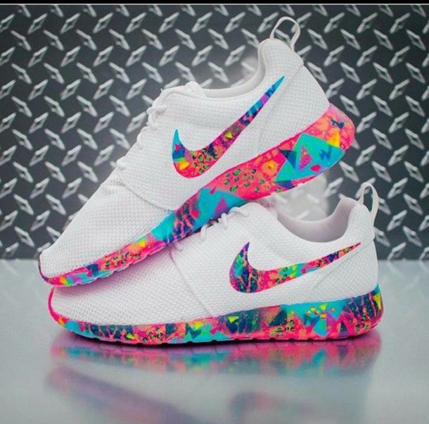 shoes nike nike shoes sneakers white roshe nike running shoes white sneakers multicolor low top sneakers white nike roshe run colorful nike rose to she run nike roshe run nike roches colorful white base pink blue purple multicolored roshe rainbow