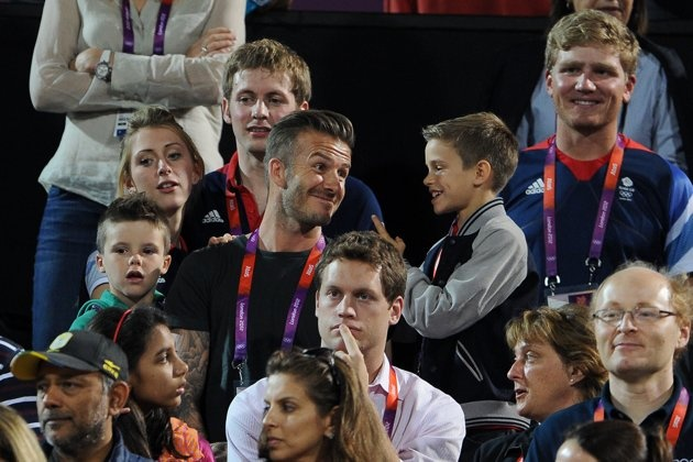 ULONDON, ENGLAND - AUGUST 08: (L-R) Cruz Beckham, British cyclists Laura Trott and Jason Kenny, David Beckham, Romeo Beckham and British rower Constantine Louloudis during the Beach Volleyball on Day