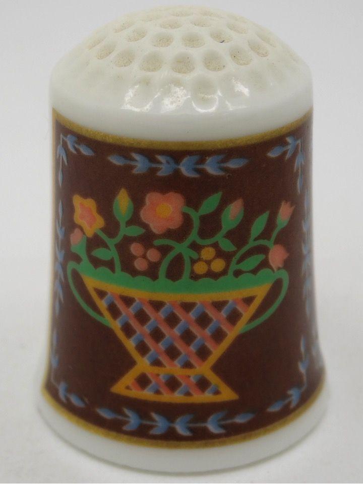 Flower Basket circa 1861. The American Heirloom Quilt Collection. Franklin Porcelain. Thimble-Dedal-Fingerhut.