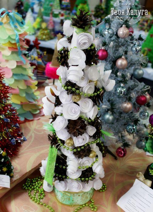 Елка из бумажных цветов и шишек. Елка из дисков. Christmas tree. Ideas