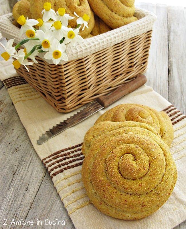 Chiocciole di pane con farina gialla di Storo e pasta madre   http://www.dueamicheincucina.ifood.it/2015/04/chiocciole-di-pane-con-farina-gialla-di-storo-e-pasta-madre.html?utm_source=feedburner&utm_medium=email&utm_campaign=Feed%3A+2AmicheInCucina+%282+Amiche+in+Cucina%29  