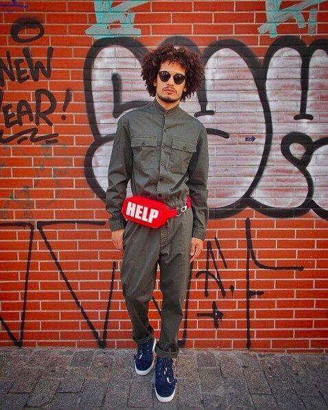 O macacão masculino é uma tendência de moda e está cada dia mais presente nas ruas. Fabiano Gomes do Blog O Cara Fashion apostou na novidade que deixa o look mais prático.