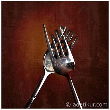Foto de adatikur.com. Tenedores unidos. Amor. Abrazo.