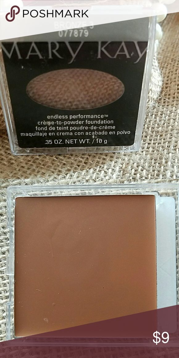 ??MK ENDLESS PERFORMANCE BRONZE3 This cream to powder is fabulous. I purchased to use as full size sampler but never had a client with this skin tone. Is new and never used even as sampler. I cannot go lower on my price but you can make a bundle for more discount Mary Kay Makeup Foundation