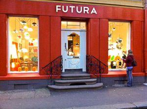 VELKOMMEN TIL FUTURA CLASSICS!  Vi selger vintage og nytt i en herlig mix. Hos oss finner du lamper, møbler og interiør, både klassikere og nyere produkter som vi mener kan bli det. Alle våre vintage varer er håndplukket av oss.  Velkommen til Futura Classics!