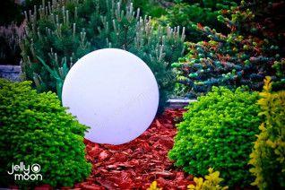 Освещение для сада. светильник в форме шара.