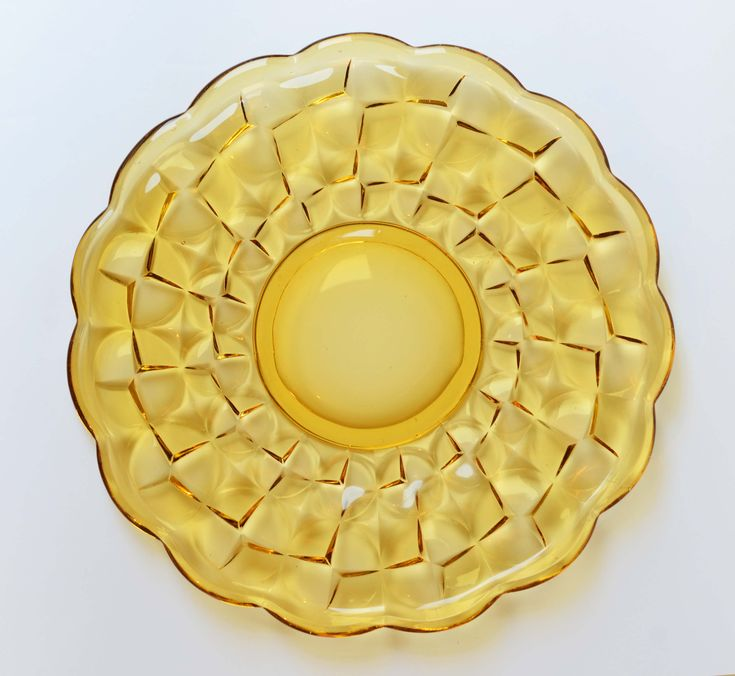 Miodowa patera | Honey-coloured cake stand | buy on Patyna.pl  #patera #szkło #cakestand #cake #glass #honey #yellow #transparent #midcenturymodern #minimal #retro #vintage #design #kithcen #inspiration
