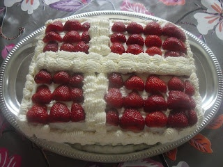 Dannebrog - danish flag strawberry cake ;-)