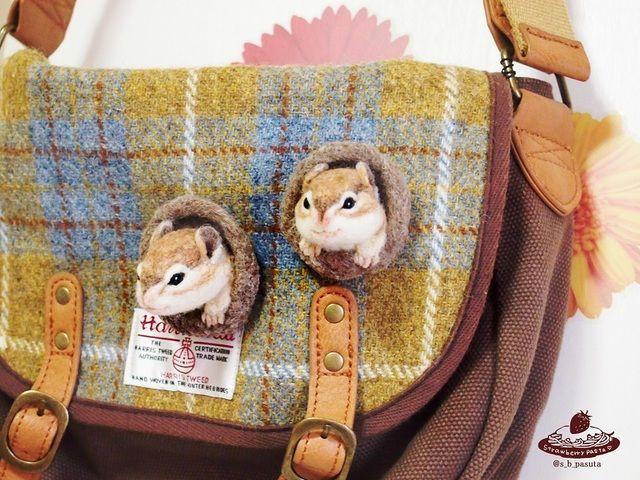 オーダーして下さったmarynano様専用です。巣穴からひょっこり顔を出したシマリスさん。付けるとあなたの鞄がリスのお家に!※ブローチのみの販売です。