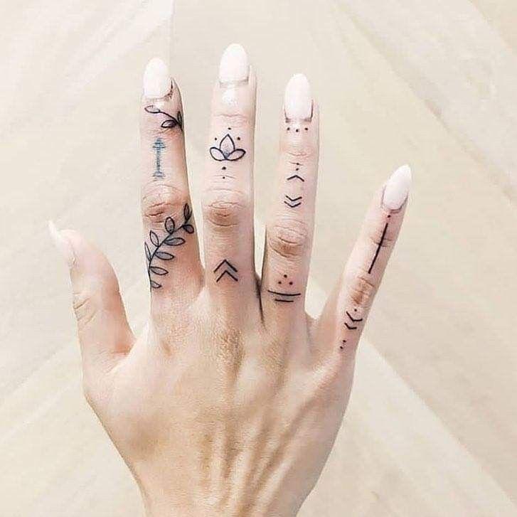 картинки татуировок на пальцы веронику спрашивают
