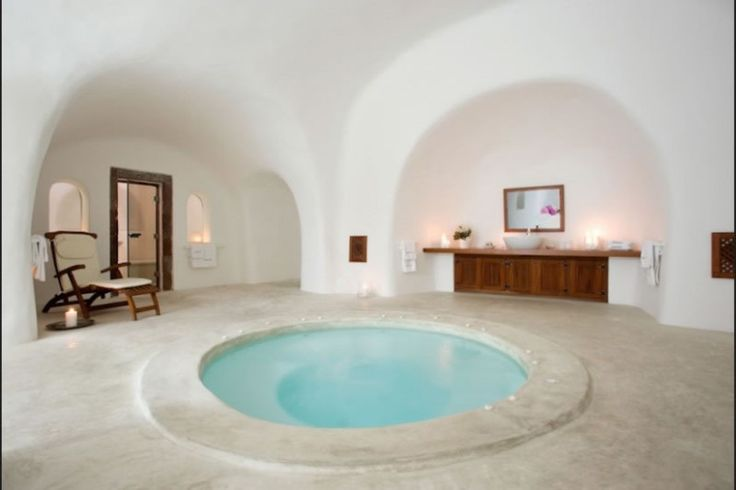 The caved swimming pool stretches out to the grand terrace and the magnificent panoramic sea view.