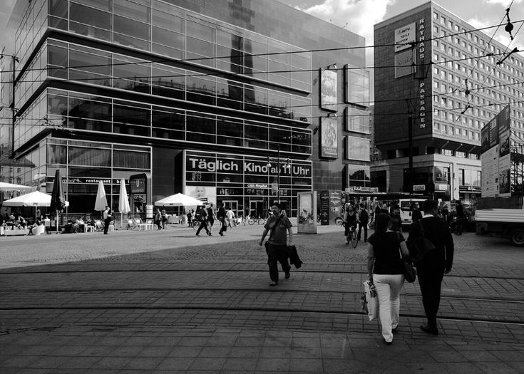 2014:  An der Stelle des Alextreffs wurde 2001 das Multiplex-Kino Cubix eröffnet.