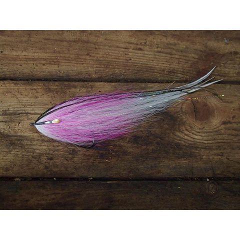 Hollow with some marabou wrapped between two last bt collars on @ahrexhooks PR320 • •  #ahrex #ahrexhooks #deceiver #baitfish #streamer #hollowfleye #hollowflies #perhokalastus #perhonsidonta #flytying #fluefiske #flyfishing #popfleyes #striperfishing #toothycritters #stripedbass #striper #pikeflyfishing #saltwaterflies #wexwaters