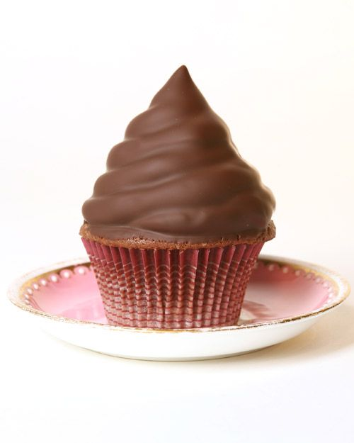 Hi-Hat Cupcakes - Martha Stewart Recipes: Book Cupcakes, Chocolates Covers, Cupcakes Recipe, Hi Hats Cupcakes, Chocolates Cupcakes, Martha Stewart, Hihat Cupcakes, Chocolates Dips, Cupcakes Rosa-Choqu