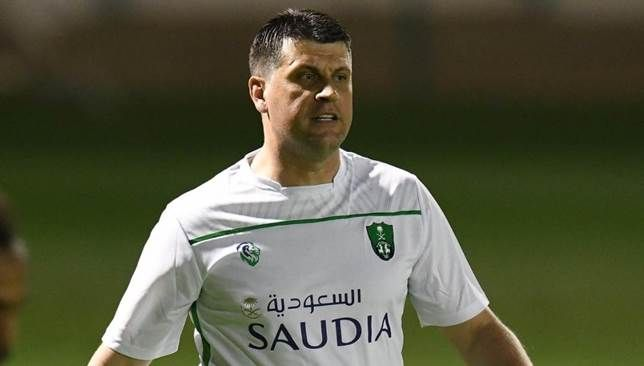 ماذا استفاد الأهلي السعودي من فترة توقف النشاط الرياضي سعودي 360 يواصل لاعب النادي الأهلي السعودي في الفترة الحالية تدريباتهم Chef Jackets