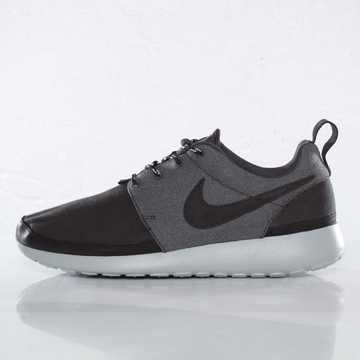 nike roshe run premium nrg qs grey/white boston