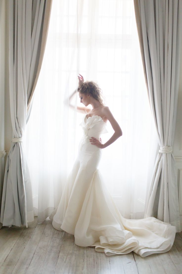 White Rose gown from Vivian Luk's White Collection #vivianluk #vivianlukatelier #white #bridal