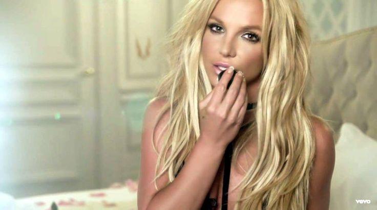 """#Musa Mais linda do que nunca! Britney Spears liberou enfim o aguardado clipe de """"Make Me""""do seu novo álbum #Glory Com direção de David LaChapelle o clipe mostra que a princesa do pop continua sexy ... muito sexy!!!  Confere: https://www.youtube.com/watch?v=etfJCm0nfr4"""