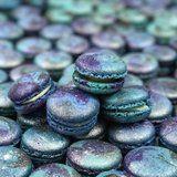 Galaxy Macarons sind ein außergewöhnliches Dessert, das Sie herstellen müssen …