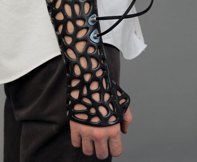 Après avoir atteint le grand public, l'impression 3D s'installe dans le monde de la médecine. Des dents, des disques intervertébraux, l'impression 3D offre des possibilités presque infinies. En ce qui concerne lacicatrisation des blessures, une nouvelle technologie 3D pourrait offrir de nouvelles solutions pour soigner les fractures. L'idée est qu'en adaptant un platreimprimé en 3D …