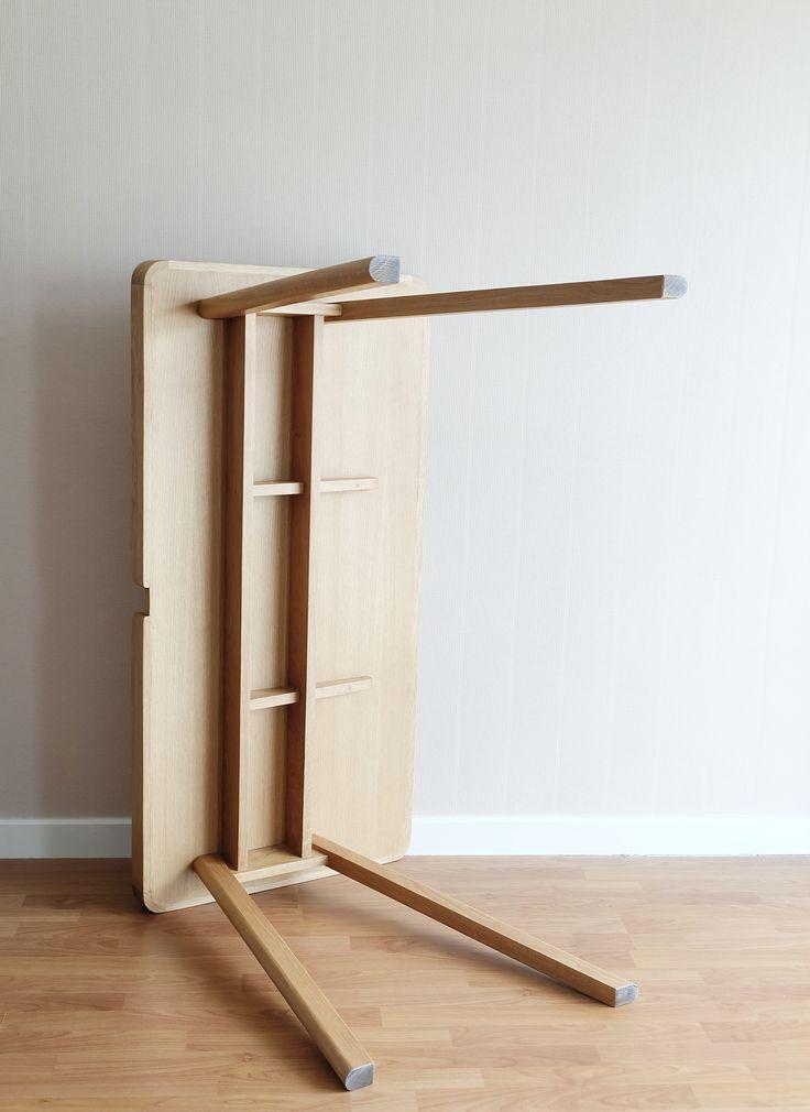 Robin Desk is a minimalist design created by Bangkok-based designer Kittipoom Songsiri