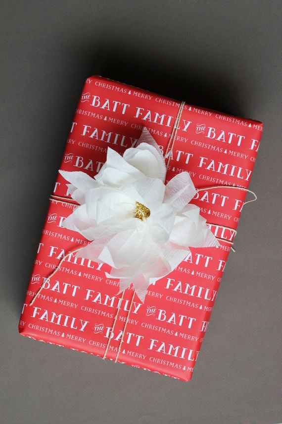 DIY: crepe paper poinsettia gift toppers