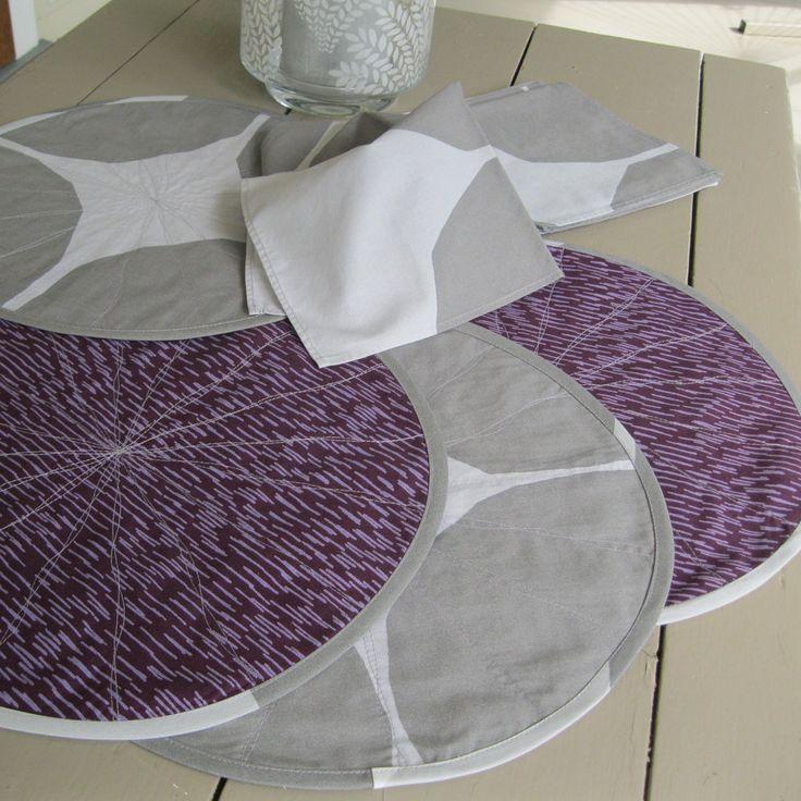Marimekko placemats – round placemats – Marimekko napkins – quilted Marimekko placemats – purple placemats – plum and grey placemats by Plumdacity on Etsy