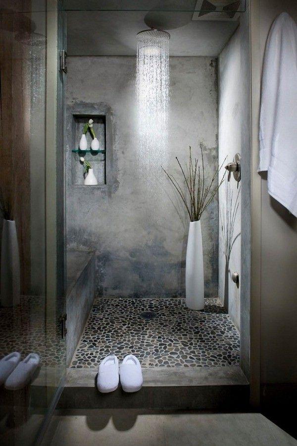 salle de bains zen tactile industriel coloré cailloux paroi de fond grise plâtré