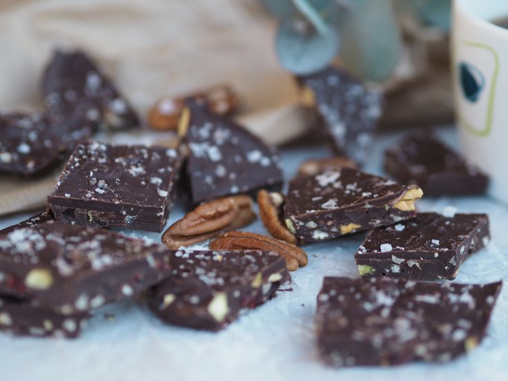 Digg dark chocholat with sea salt. You can easily do it your selves