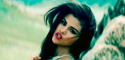 11 Flaw-Free GIFs From Selena Gomez's Flaw-Free New Music Video
