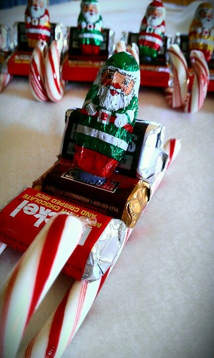 Cute, easy, and cheap DIY Christmas gift candy Santa sleighs for your friends or family.