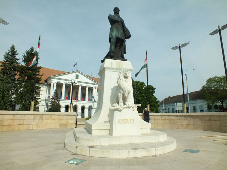 The statue of Lajos Kossuth in Makó in Hungary . Photographed by Csík Teodóra