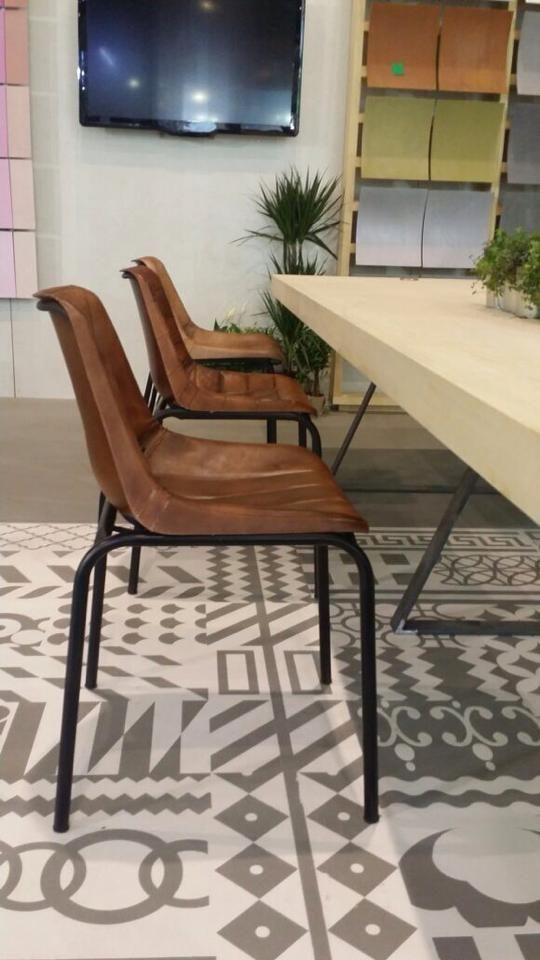 #Cementdesign #showroom #interiordesign #cement #decoration #interior #interiorism #architecture