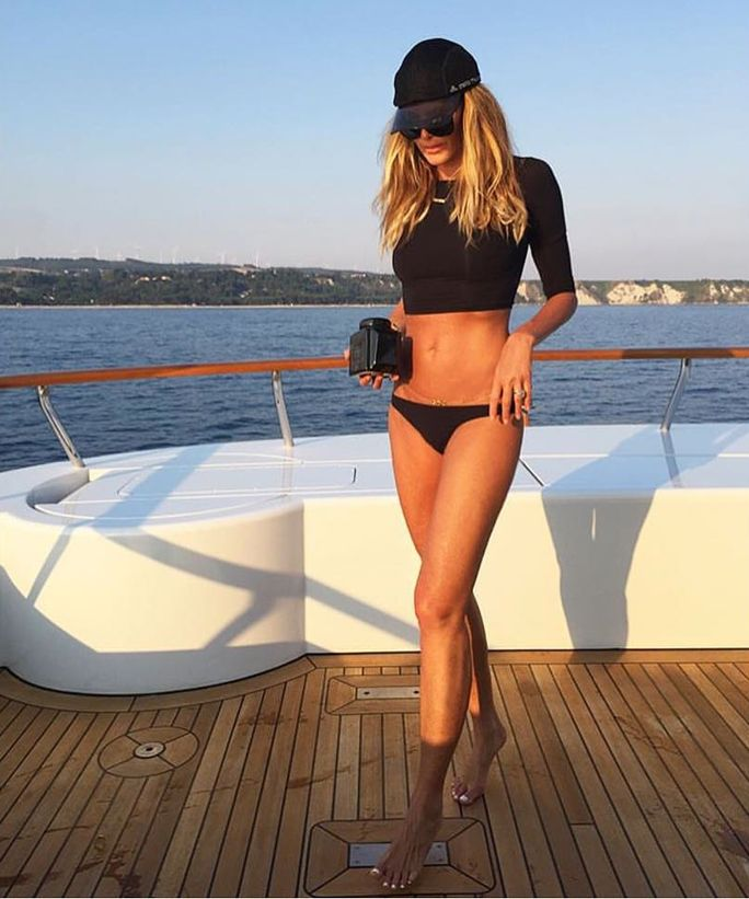 It's Elle Macpherson's 52nd Birthday! See Her Shockingly Ageless Bikini Body - Surfer Chic  - from InStyle.com