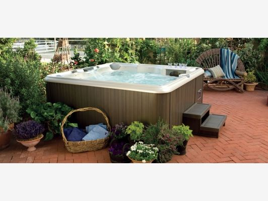 Above ground hot tub home and garden design idea 39 s spa for Garden design ideas hot tubs